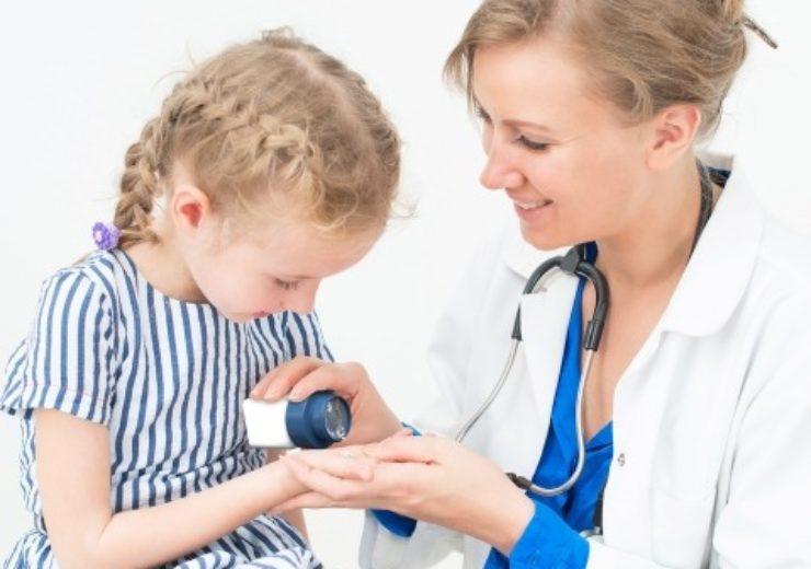 Mini-tablet_Dispenser_Girl_and_Doctor