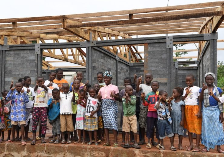 Construction of new classes in Sangouine, a village in the West of Côte d'Ivoire.Classes were built with plastic bricks made out of recycled plastic. UNICEF partnered with Conceptos Plasticos, a Columbian company that produces building materials with recyclable plastics, to build classrooms in this overcrowded preschool and primary school where in some classes there are more than 100 children, some of them as little as 3 years old. In Côte d'Ivoire, many children do not access to education for lack of infrastructure in their community.More than 300 million tons of plastic are produced every year around the world, yet just a fraction of is recycled. Children around the world face the impact of pollution and are more vulnerable than adults to air, water and land pollution.With this project, UNICEF goal is to help provide children with a safe playing environment, prevent the spread of diseases and build more classrooms.For every child the right to play in a clean environment.